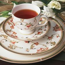 Waterford Fine Bone China, Wedgwood Oberon 5 Piece Gold Place Setting Giftware