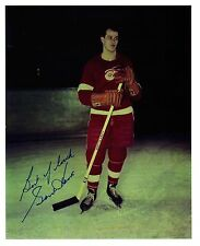Gordie Howe very early on-ice photo w/autograph (1946/47/48 jersey) - WOW!!!