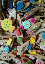 JOB LOT 100 BRAND NEW/HANDMADE CHILDREN'S WOODEN BROOCHES (party bags,fetes etc)