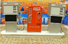 Service Station Gas Pump Island with COCA-COLA MACHINE 1:24 Scale DIORAMA NWB