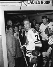 Bobby Hull Chicago Black Hawks  Unsigned 8x10 Photo