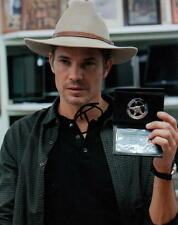 TIMOTHY OLYPHANT.. Justified's Raylan Givens (Western) SIGNED