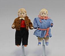 2 antike Ganz-Bisquit-Porzellan-Puppenstuben-Puppen um 1900 bekleidet 9910231