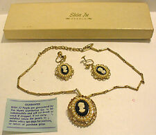 CORO GOLDTONE SHIN JU PEARLS & CLEAR RHINESTONE CAMEO NECKLACE & SCREW EARRINGS