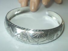 SUPERB HALLMARKED SILVER EGYPTIAN REVIVAL OPEN CUFF BANGLE weighs 18 grams