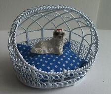Alambre Perro / Gato cesta, muñeca casa miniatura Perro no incluido
