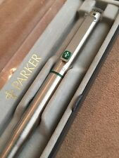 RARE PARKER 25 GREEN TRIM-MEDIUM NIB FOUNTAIN PEN-ENGLAND-BOXED-NOS