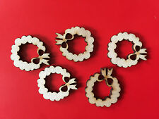 5 x Wooden Mini CHRISTMAS WREATH EMBELLISHMENT Craft Card Scrapbook Art