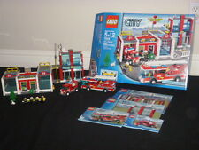LEGO CITY FIRE STATION 7208 COMPLETE SET RETIRED RARE 662 PCS CLEAN AGES 5-12