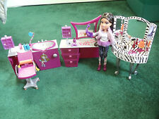 Bratz Funky Zebra Vanity-Stylin Hair Salon Vanity & Chair w/ Doll & Accessories