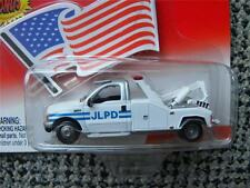 CITY TOW TRUCK       2002 JOHNNY LIGHTNING AMERICAN HEROES    1:64 DIE-CAST