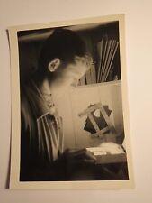 Junge in einer Dunkelkammer - 1932 / Foto
