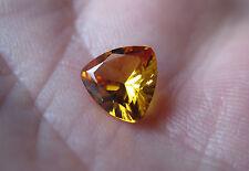 SAPHIR VERNEUIL JAUNE D'OR 8x8x8 mm Trillion qualité joaillerie..2cts