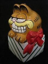 Vintage GARFIELD SITTING IN PRESENT GIFT BOX Christmas Tree Ornament ENESCO UFS