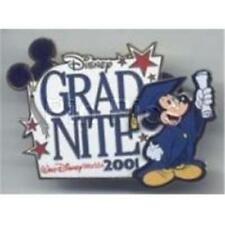 MICKEY Holds DIPLOMA Up GRADUATION 2001 LE 4000 WDW Disney PIN 4944 MINT NIP SS