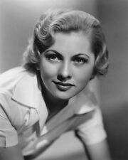 Joan Fontaine UNSIGNED photo - C206 - BEAUTIFUL!!!!!