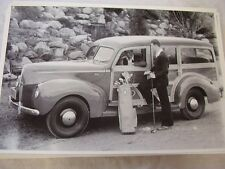 1940 FORD WOODY WAGON WITH VINTAGE GOLFERS   12 X 18  LARGE PICTURE  PHOTO