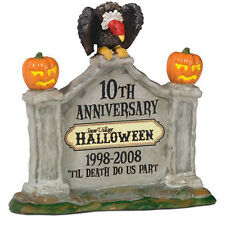Dept 56 SV 10TH ANNIVERSARY SIGN Halloween Snow Village Accessory NEW NRFB