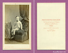 CDV MAUJEAN à PARIS : PETIT GARÇON EN COSTUME CLAIR ASSIS SUR FAUTEUIL,1865-D36