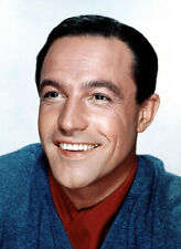 Gene Kelly UNSIGNED photo - B2303 - HANDSOME!!!!!