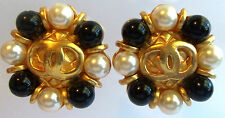 CHANEL WHITE & BLACK PEARL 18 K GOLDPLATED CLIP EARRINGS HAUTE COUTURE VINTAGE