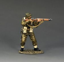 KING AND COUNTRY WW11   D DAY    Commando Standing Firing Rifle   DD193