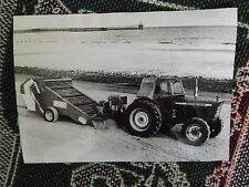 "8"" x 6"" PRESS PHOTO - BEACHCOMBER CLEANING BEACH BEHIND FORD TRACTOR - 1972"