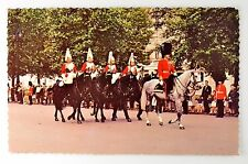 MOUNTED GUARDS IN THE MALL LONDON VINTAGE POSTCARD