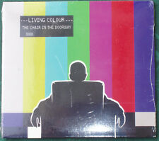 LIVING COLOUR : The chair in the doorway