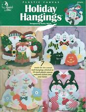 USED HOLIDAY HANGINGS SANTA GHOSTS BUNNIES CATS PLASTIC CANVAS PATTERN BOOK