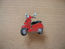 Pin Anstecker Piaggio Vespa GTS rot red Roller 1137 Scooter Moto Motorbike