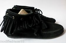 Minnetonka Moccasins Fringe Ankle Booties Boots Rubber Sole Black Suede 7