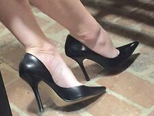 *BLacK LeATheR* NEW SZ 8 Pointy Toe CARRIE Stilettos High Heels PUMP GuESS Spike