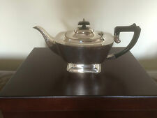 BEAUTIFUL SILVER PLATED TEAPOT ON A RECTANGULAR RAISED FOOT (SPTP 3009)