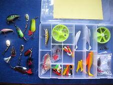BEHR 100 Teile Spinnfischer Set Box Angelset Angelzubehörset Blinker Wobbler NEU