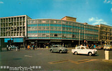 Postcard. THE BROADWAY, ILFORD. Unused. Standard size.