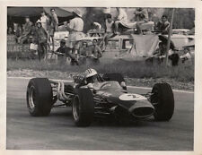 DENNY HULME IN CAR No.2 SOUTH AFRICA 1967, PHOTOGRAPH.