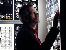 HUGH LAURIE UNSIGNED PHOTO - 8361 - HOUSE M.D.