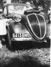 Photo ancienne vintage snapshot enfant child automobile voiture car 1945
