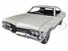 1967 CHEVROLET IMPALA 4 DOORS SPORT SEDAN ERMINE WHITE 1/18 CAR GREENLIGHT 19002