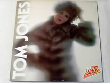 TOM JONES*HIT PARADE INTERNATIONAL 6 PAGES WITH PHOTO'S, BIO IN ITALIAN( IMPORT)