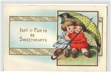 Carte Gaufrée -  Isn't it fun to be Sweethearts - Fillettes sous un parapul