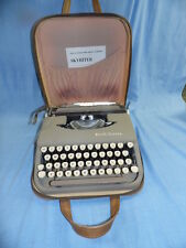 VINTAGE  SMITH - CORONA TAN PORTABLE TYPEWRITER w/ CASE