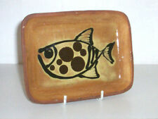 PAUL WHALLEY WEST COUNTRY TRADITIONAL SLIPWARE DISH - SIGNED PIECE 1960-70s