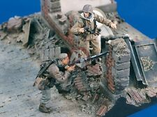 "Verlinden 1/35 ""Crossfire"" German Waffen-SS Soldiers WWII (2 Figures) 1697"