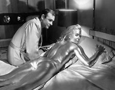 Sean Connery and Shirley Eaton UNSIGNED photo - B2998 - James Bond - Goldfinger