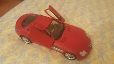 RED Maisto Mercedes-Benz SLR McLaren 1:18 Scale - Excellent Condition!!