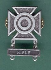 ARMY SHARPSHOOTER BADGE W RIFLE BAR QUALIFICATION