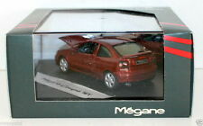 VITESSE 1/43 - 77 11 147 531 RENAULT MEGANE COUPE 16V - RED DEALERSHIP BOX