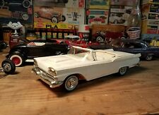 AMT 1959 Ford Galaxie Sunliner convertible Vintage Screw Chassis 1/25 Complete